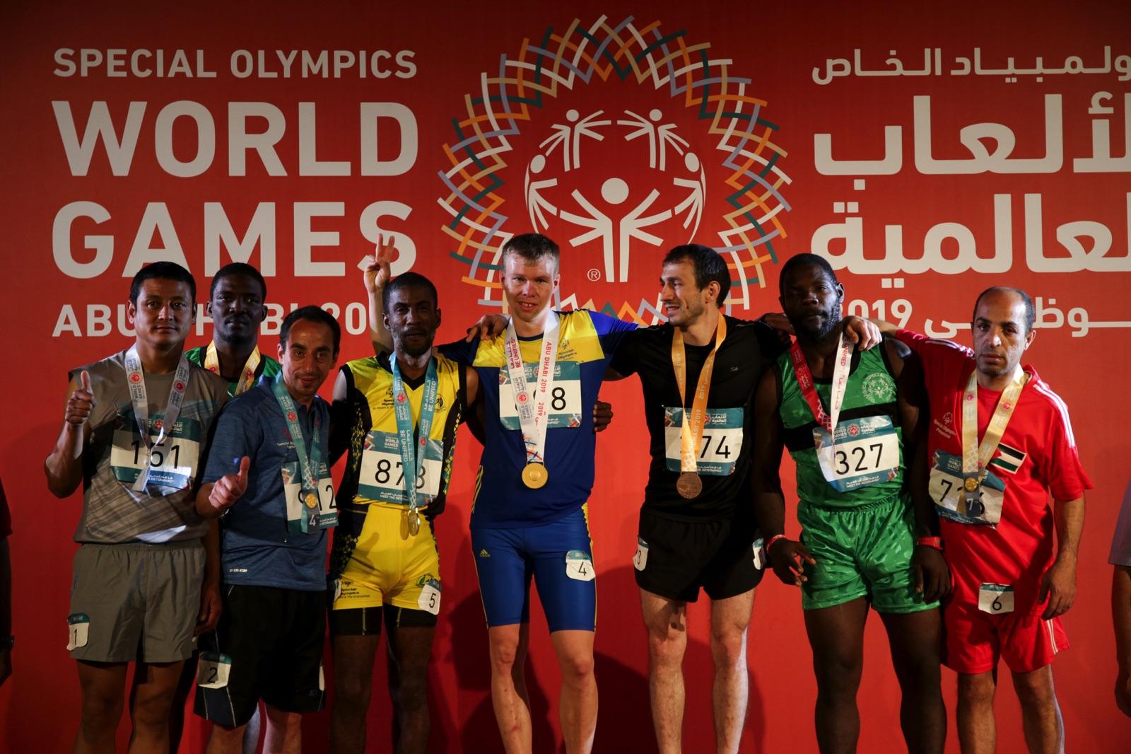 Friidrottaren Simon Martinsson gjorde ett makalöst lopp och tog guld på 200 meter.