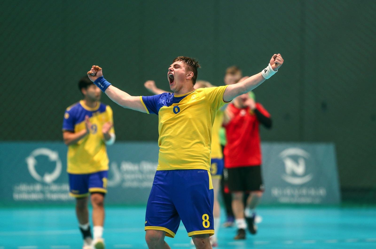 Ricky Landgraff jublar under en handbollsmatch i Special Olympics World Summer Games i Abu Dhabi.