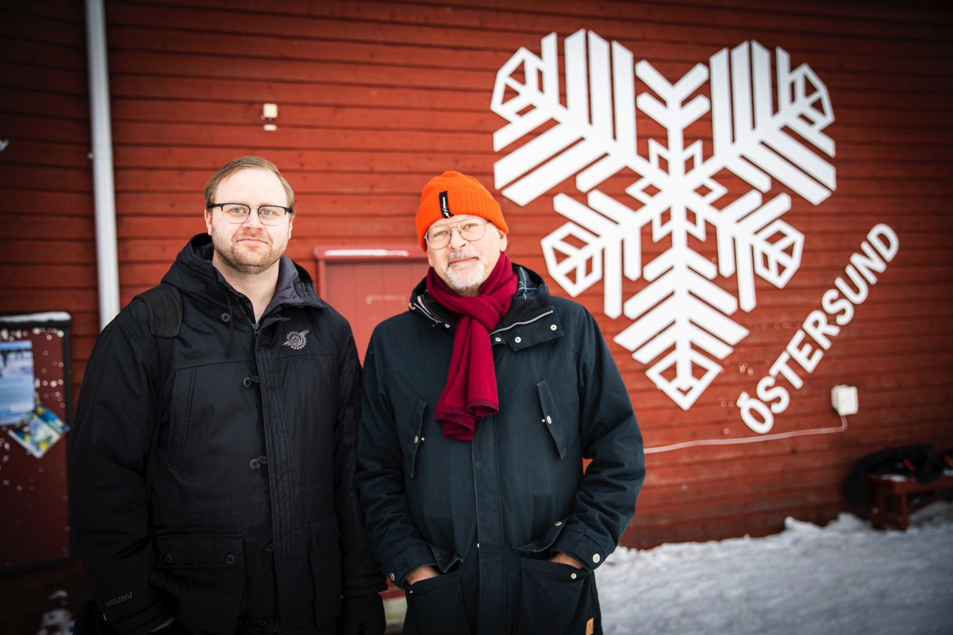 """Hälsokontrollerna Healthy Athletes erbjuds inte bara tävlande i Special Olympics Sweden Invitational Games – utan även ett hundratal LSS-boende i Östersunds-regionen. """"Det känns som en fantastisk möjlighet för oss"""", säger Eric Jirbo, verksamhetsutvecklare på vård- och omsorgsförvaltningen i Östersunds kommun. Här tillsammans med Lars Backus, sektorchef för funktionshinderfrågor på vård- och omsorgsförvaltningen i Östersunds kommun."""