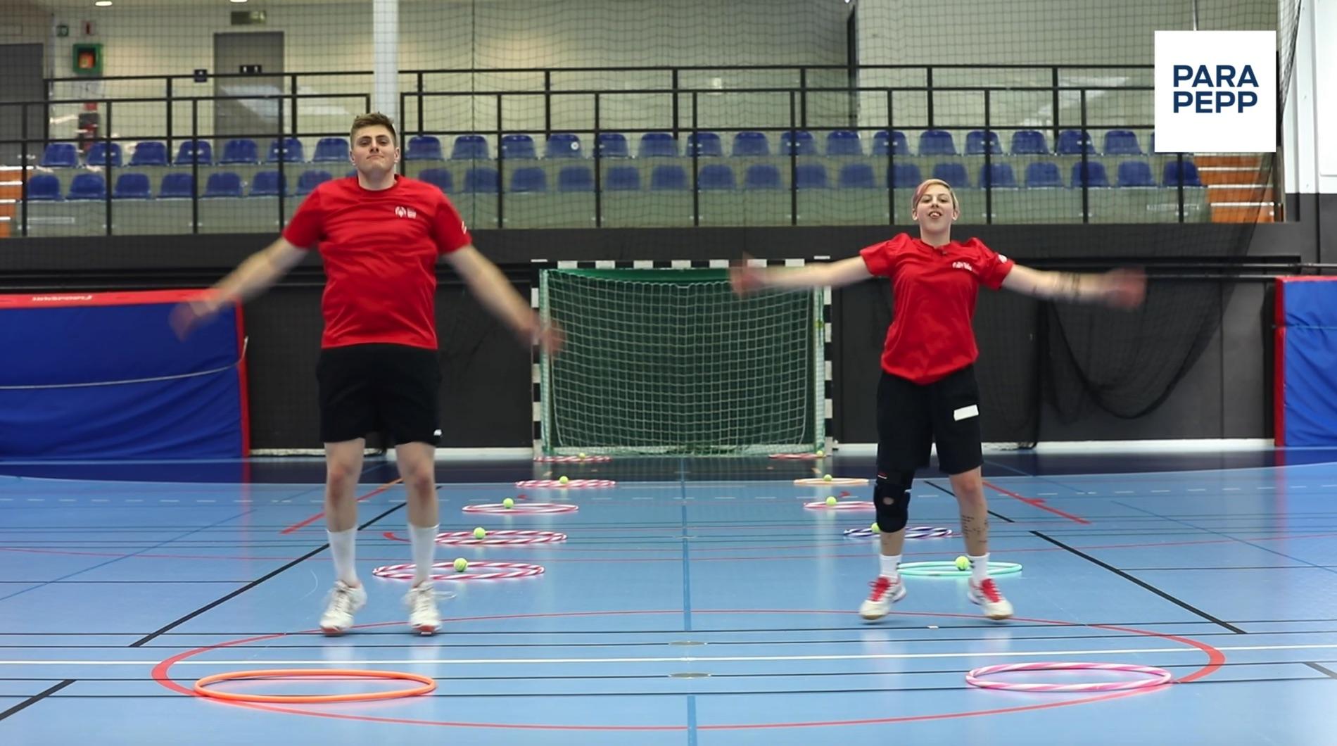 Ricky Landgraff och Alva Almgren, två av Special Olympics Sveriges ambassadörer, håller i träningspass för projektet ParaPepp.