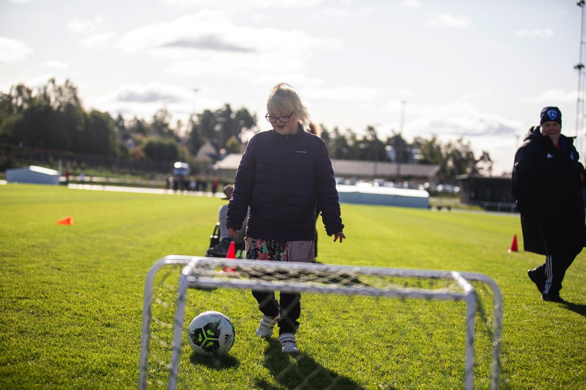 Fotboll stod bland annat på schemat på Special Olympics School Day i Södertälje.